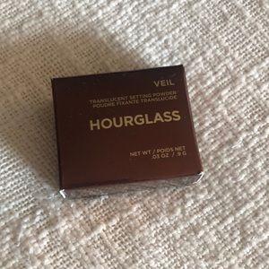 Brand New Hourglass Veil Setting Powder .03oz